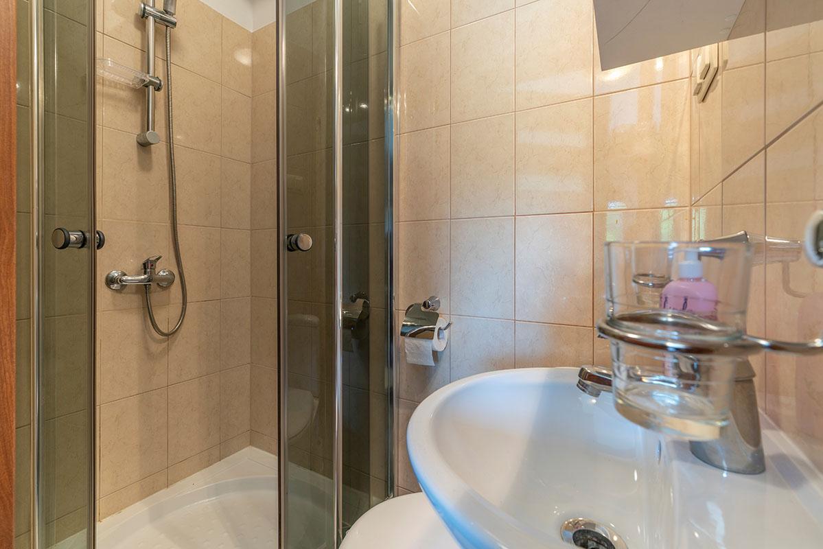 0012 - Pokój 3-osobowy z łazienką